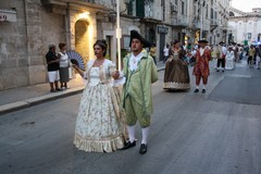 Gli abiti delle famiglie storiche di Terlizzi sfilano per le strade