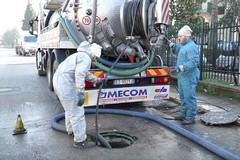 Acqua ad alta pressione per la pulizia della rete di fogna bianca