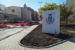 Gemmato: «Ho chiesto agli uffici di far smontare quello stemma sulla rotatoria di via Giovinazzo»