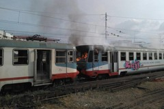 ULTIM'ORA - Fiamme su un treno abbandonato di Ferrotramviaria