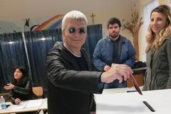 Nichi Vendola al voto nella sezione n.7 (FOTO)