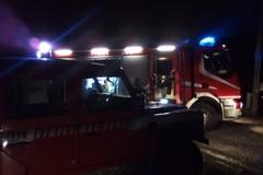 Fiamme divampano nella notte: distrutta una Fiat Ulysse