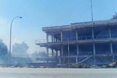 A fuoco l'ex mobilificio Giancaspro