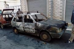Notte di paura a Terlizzi: incendiate quattro auto