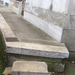 Gli scalini fai da te di via Sanremo, quando l'improvvisazione si eleva ad architettura