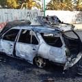 Auto in fiamme in via Puglia