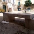 Danneggiata la panchina in marmo in largo Savoia