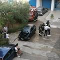 Auto a fuoco in Viale Einaudi. La Polizia Locale e i Vigili del Fuoco scongiurano il peggio