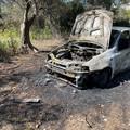 Rubata e poi incendiata una Fiat Punto
