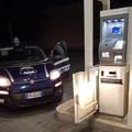Tentano di forzare la cassa automatica della stazione carburante, messi in fuga dalla Metronotte