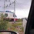 Contrada Parco, il treno arriva ma il passaggio a livello è alzato (VIDEO)