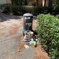 """Degrado e sporcizia nel cortile dell'ospedale """"Sarcone"""" di Terlizzi"""
