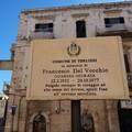 Sistemata la targa commemorativa in onore di Francesco Del Vecchio
