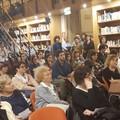 "Grande affluenza in biblioteca per la  ""lezione "" del prof. Totaro. Foto"
