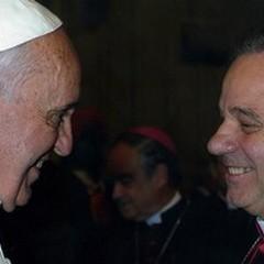 Due maxischermo per i funerali di Don Gino Martella