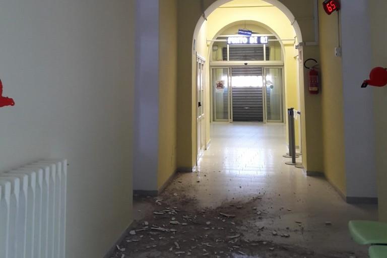 Cadono calcinacci all ospedale Sarcone Terlizzi. <span>Foto Cosma Cacciapaglia</span>