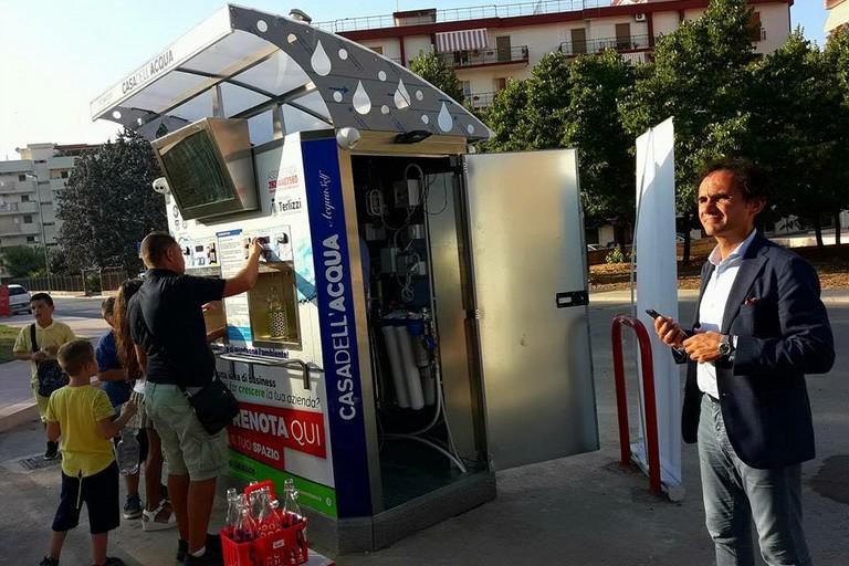 A Terlizzi è arrivata l'acqua alla spina: in omaggio carta prepagata di 10 euro