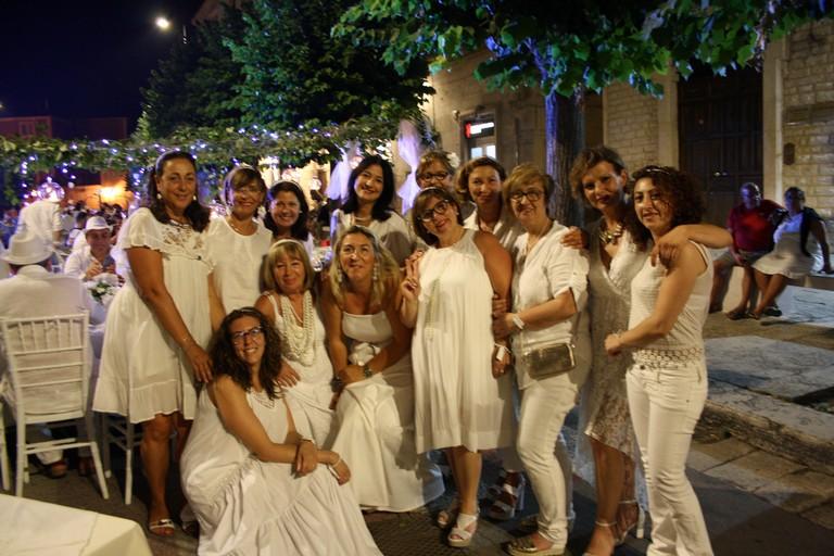 Cena in bianco JPG. <span>Foto Cosma Cacciapaglia</span>