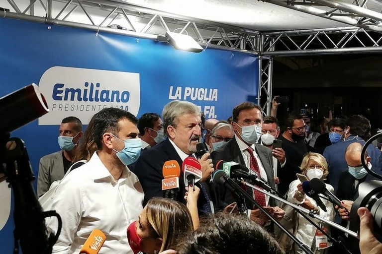 Michele Emiliano in festa