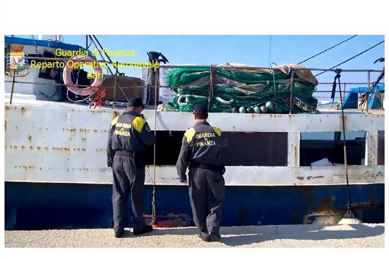 Nel peschereccio oltre un quintale di marijuana: arrestato l'equipaggio