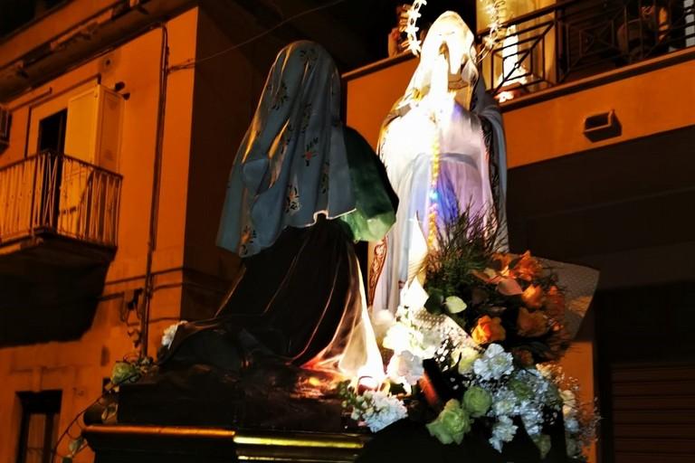 La Madonna di Lourdes in processione. <span>Foto Francesco Pittò</span>