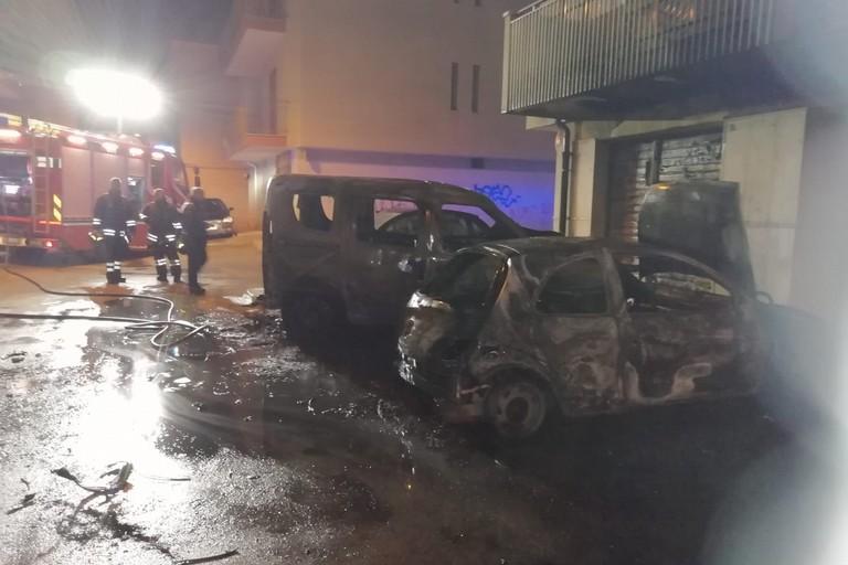 L'incendio scoppiato in via Trieste
