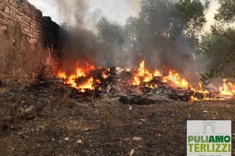 L'incendio avvenuto a Terlizzi