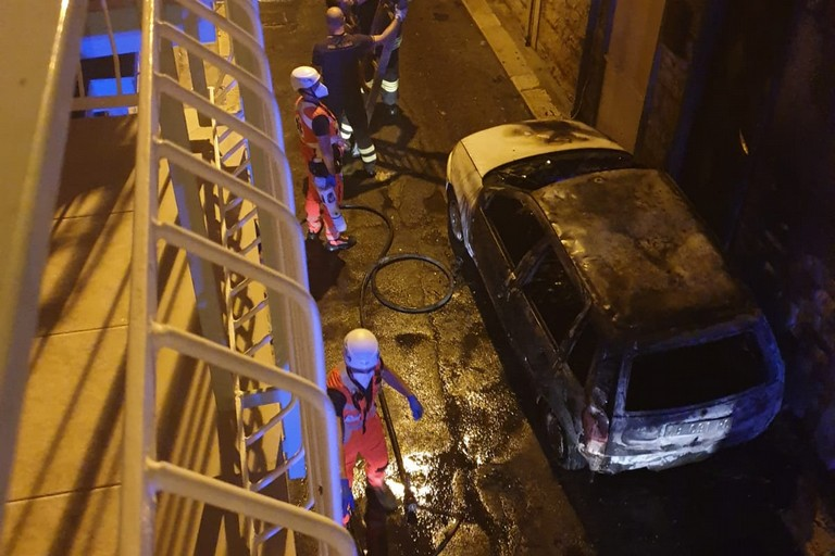 La Fiat Punto incendiata in via Bernardi