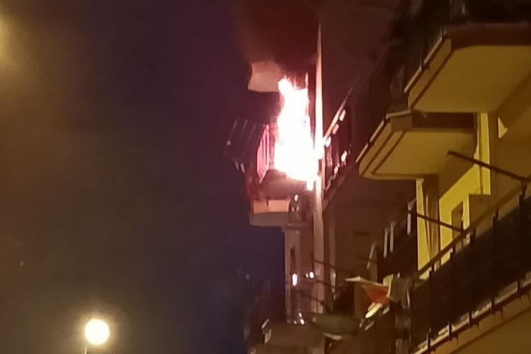 Incendio in via Eroi del Mare