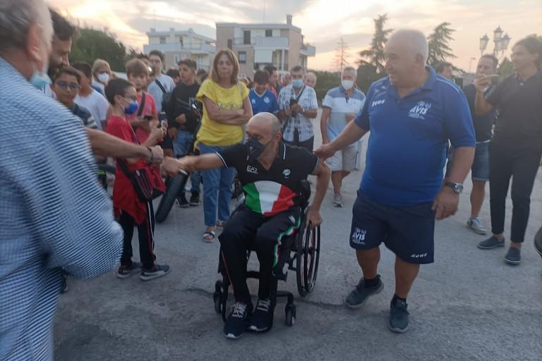 Luca Mazzone tra la sua gente. <span>Foto Francesco Pittò</span>