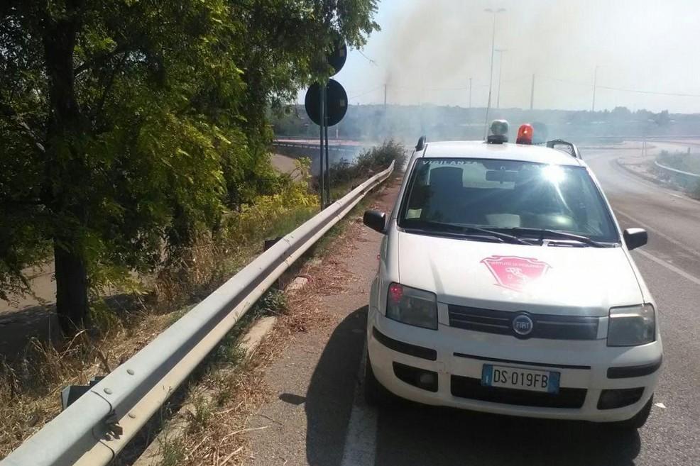 L'incendio domato dalla Vigilanza Apulia