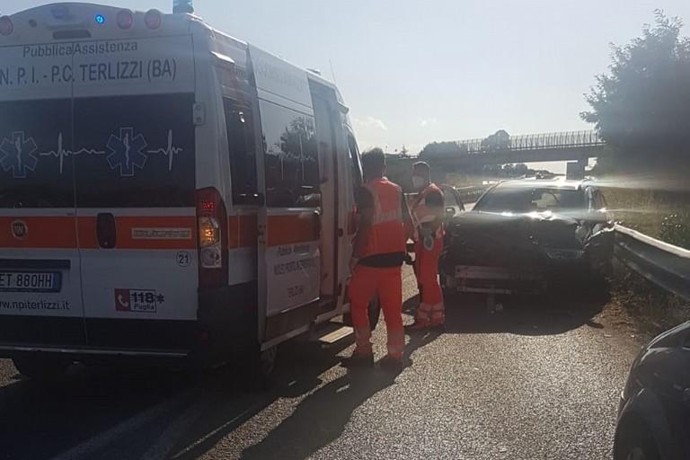 Incidente stradale svincolo Portoni. <span>Foto Cosma Cacciapaglia</span>