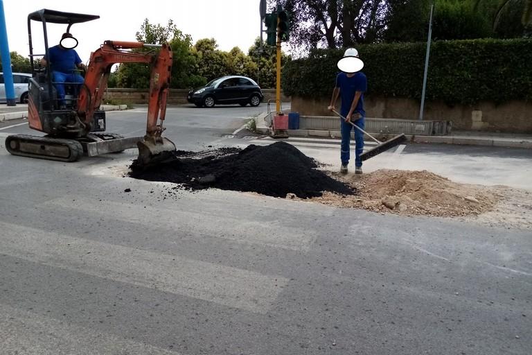 Intervento enel su via Bovio Terlizzi. <span>Foto Cosma Cacciapaglia</span>