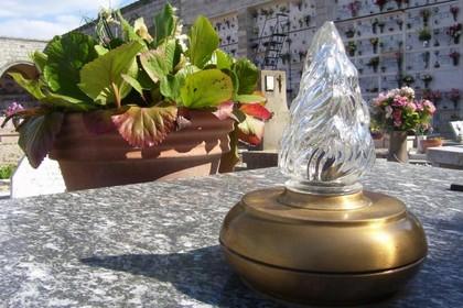 lampada votiva cimitero
