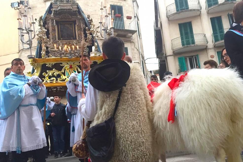 E' Festa Maggiore, oggi la processione della Madonna di Sovereto