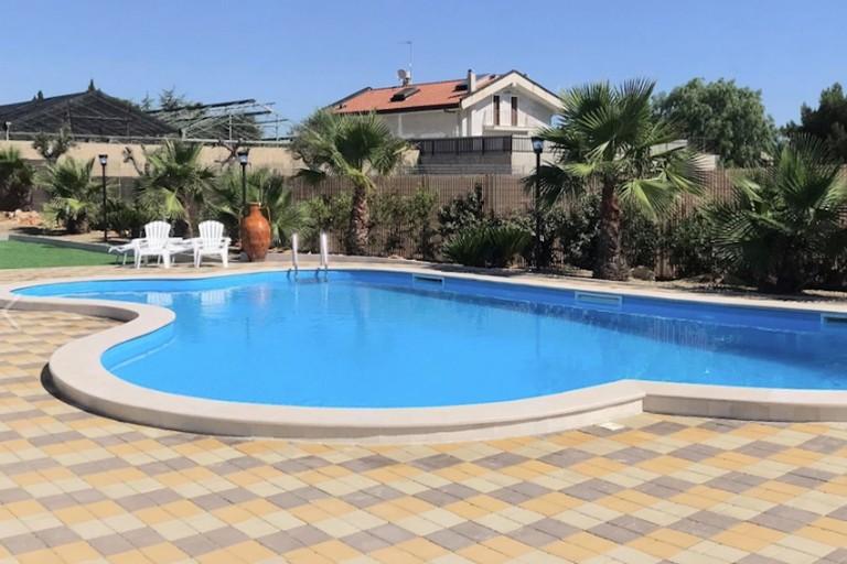 Divieto di utilizzo per la piscina del Sunset Private Location, c'è l'ordinanza
