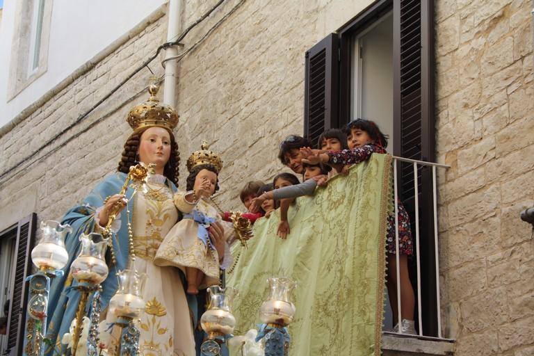 Processione Madonna del Rosario Domenica JPG. <span>Foto Cosma Cacciapaglia</span>