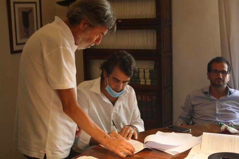 Raffaele Fitto firma la candidatura a Presidente della Regione Puglia Terlizzi JPG. <span>Foto Cosma Cacciapaglia</span>