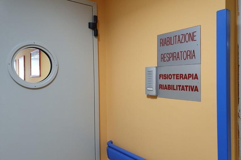 """C'è la conferma: tre positivi nel reparto di Pneumologia del """"Sarcone"""""""