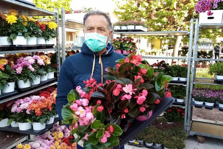 Riapertura mercato dei fiori fase. <span>Foto Cosma Cacciapaglia</span>