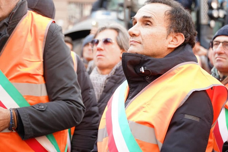 sindaco gemmato gilet arancioni