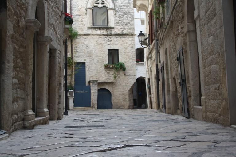 Sistemazione basolato borgo medievale JPG. <span>Foto Cosma Cacciapaglia</span>