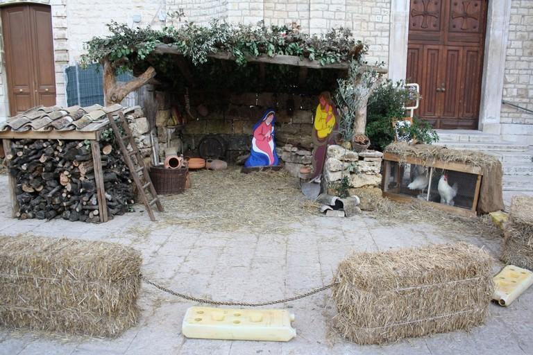 """In piazza Cavour aria di Natale grazie al presepe sl """"Pio Sodalizio """"Santa Maria di Costantinopoli"""" - LE FOTO"""