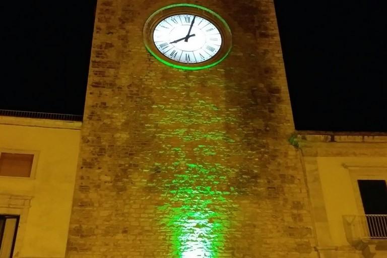 Terlizzi come Roma e Firenze,  la Torre dell'orologio illuminata di verde