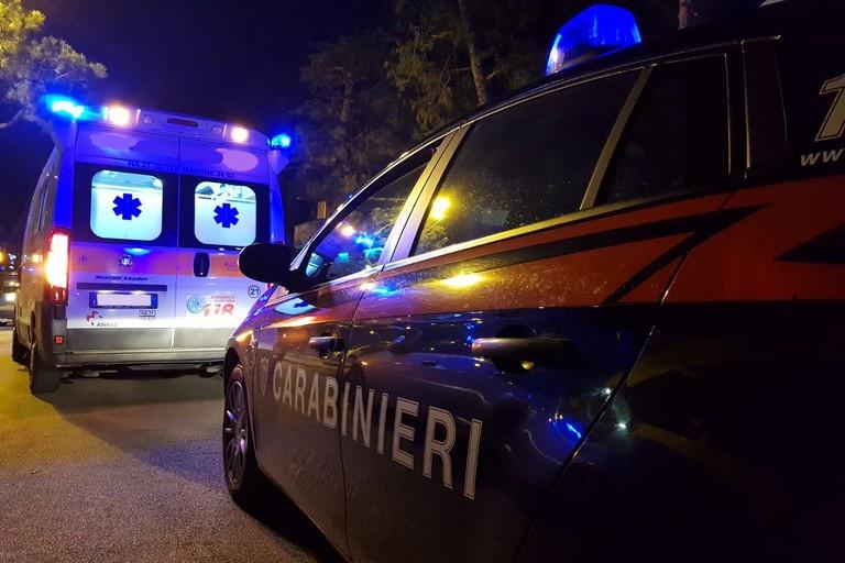 L'ambulanza del 118 e i Carabinieri